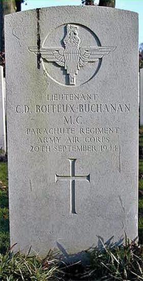 Lt Boiteux-Buchanan's Headstone (Arnhem-Oosterbeek)