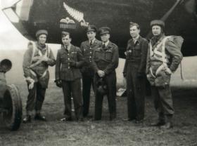 David Dobie ( Left) and Captain Crichton (Right), RAF Dishforth, Jan 1942