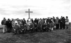 2 PARA Falklands veterans and villagers from Goose Green at memorial, 1992