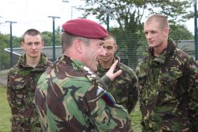General Shaw speaks with recruits during a visit to ITC Para, Catterick, 2010.