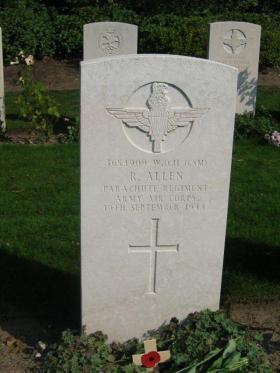 Gravestone of R Allen, Oosterbeek