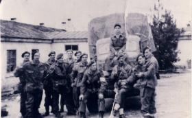 Group photo of men of 1st Independent Parachute Platoon