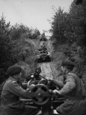 Guards Para Coy 106mm Anti-Tank Patrol onboard Land Rovers, with Ferrets, 1962