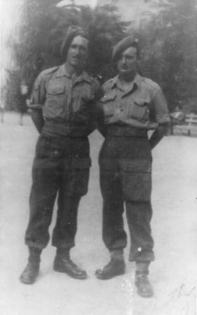 Harold Mudie, with another soldier of 5th (Scottish) Parachute Battalion, 1943