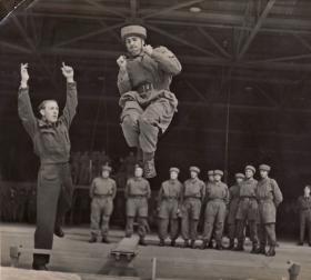 Jim Lund under instruction at Ringway, 1943