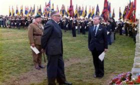 Maj Gen Urquhart, former 1st Airborne Division Commander at Arnhem unveiling the Double Hills memorial in 1979