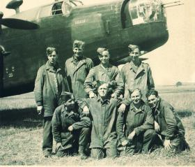 Men from 5 Platoon, S Coy, 1 Para Bn pose for a photo at Hurn Airfield, July 1942