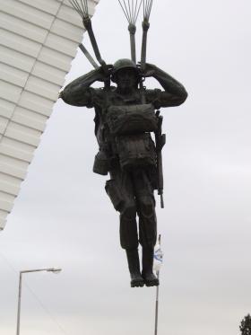 Para Monument at the Escola de Tropas Para-quedistas