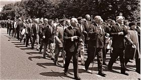 Para veterans march past on Airborne Forces Day, 1989
