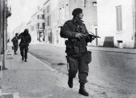 Capt Killick leads a 2nd Parachute Battalion patrol near Arnhem Bridge, September 1944.