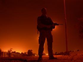 Para stands on night patrol, Iraq, Op Telic 7, 2006