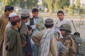 Soldier chats to children in Kandahar City, Afghanistan June 2008