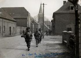 Troops of 1 Parachute Pl, 716 Light Comp Coy RASC in the streets of Hammilkeln, March 1945