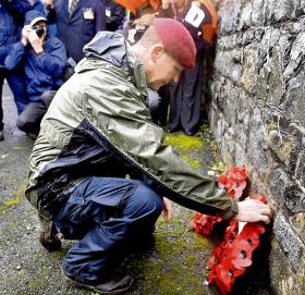 Wreathlaying to commemorate the 30th anniversary of the Warrenpoint bombings, 2009