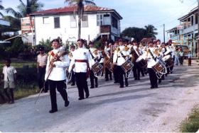 The Parachute Regiment Band entertains the locals, Belize, 1983