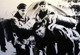 Sgt Petherick, Gdsmn Mangan and Gdsmn Green (bending), No 1 (Guards) Indep Para Coy, Newcastle 1957.