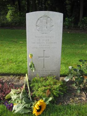 Headstone of Pte Ernest Ager, Oosterbeek War Cemetery, 2010.