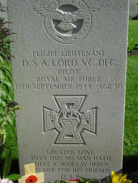 Headstone of David S Lord, VC, DFC, Oosterbeek