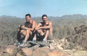 Ptes Alan 'Yank' Dales and Rod Aitken 3 PARA Oman 1960s