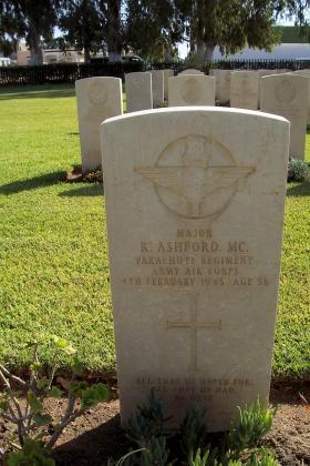 Headstone of Major R Ashford, Enfidaville War Cemetery, 2008.