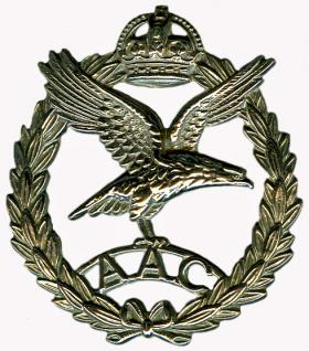 Army Air Corps Cap Badge - wartime metal version