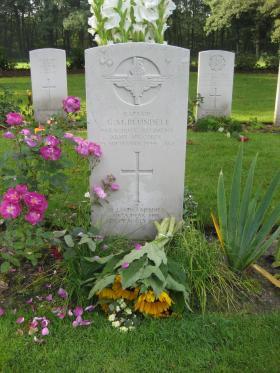 Headstone for Captain GM Blundell, Arnhem Oosterbeek War Cemetery, 2011