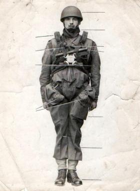 Bob Midwood demonstrates para kit, Ringway, 1943.
