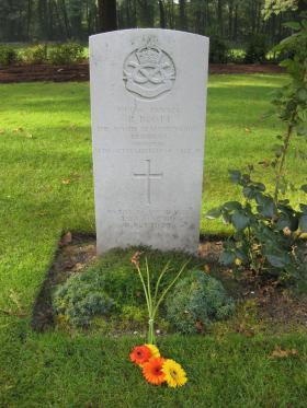 Headstone for Pte R Boott, Arnhem Oosterbeek War Cemetery, 2011.