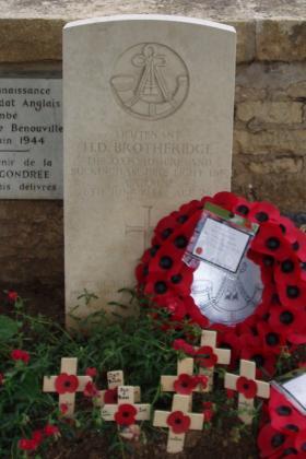 Headstone of Lt Den Brotheridge, Ranville Churchyard