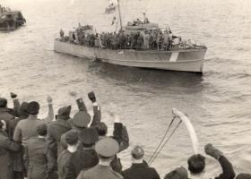 A Motor Launch with returning Paras on board, Bruneval 1942.