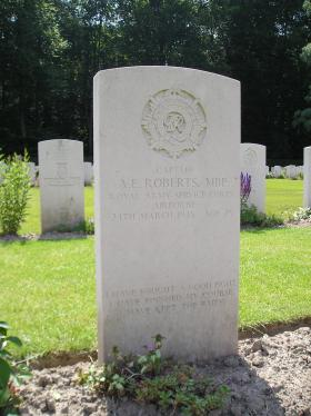 Headstone of Capt AE Roberts, Reichswald Cemetery in June 2010.