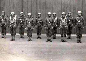Capt Midwood and Polish Paras, Ringway 1943.