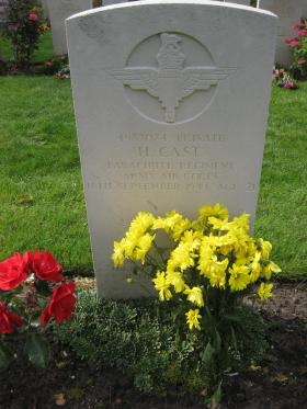 The headstone of Pte Cast, Oosterbeek Cemetery.