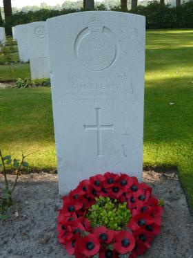 Headstone of Pte Cecil Creasy, Oosterbeek War Cemetery.