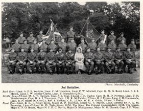 The King and Queen with officers of 3 PARA, Aldershot 19 July 1950.