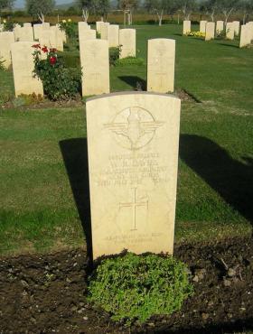 Gravestone of Pte William Davies in Cantania War Cemetery, Sicily, Italy