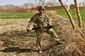 Pte Michael Kenyon with GPMG, Afghanistan