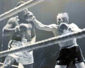 Dickie Dunn, 4 PARA Provost Sgt, fighting Muhammad Ali for the world title, 1976