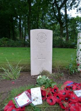 Headstone for Dvr Kennell, Oosterbeek War Cemetery, 18 September 2015.