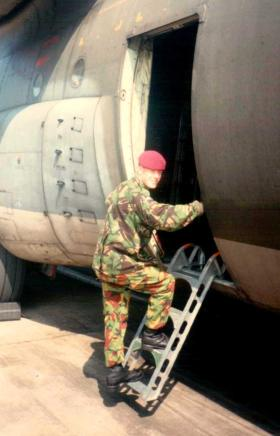 Pte O'Toole emplaning at RAF Lyneham, 1989.