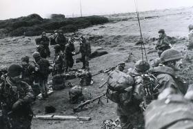 2 PARA regroups around Darwin, Falklands, 1982