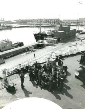 2 PARA QM addressing the Battalion Advance Party, MV Norland, 20 April 1982