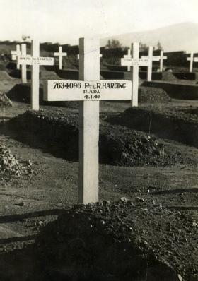 First grave of Pte Robert Harding, 1945.