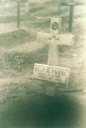 Grave of Lt J R Evans