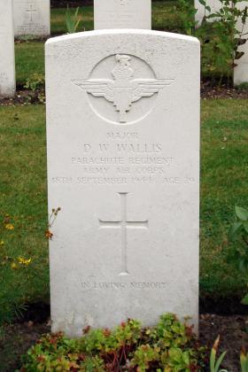 Gravestone of Major D W Wallis, Oosterbeek, 2009.