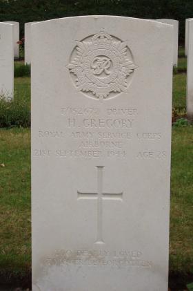 Gravestone of Driver Harold Gregory, Oosterbeek 2009.