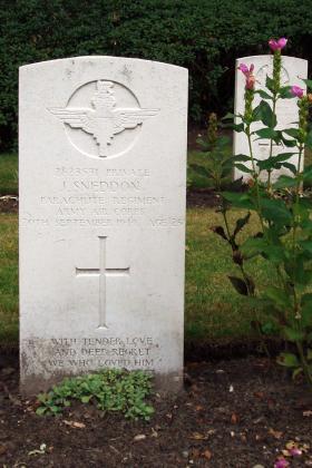 Gravestone of Pte James Sneddon, Oosterbeek Cemetery, 2009