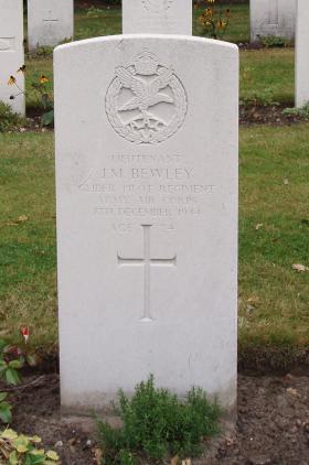 Gravestone of Lt JM Bewley, Oosterbeek, 2009.
