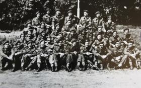 Group photo of 2nd (Airborne) Forward Observer Unit, 1945
