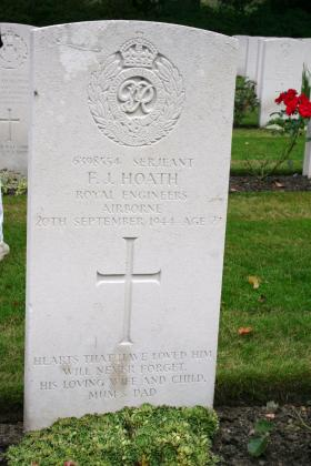 Headstone of Sgt F J Hoath, Oosterbeek.